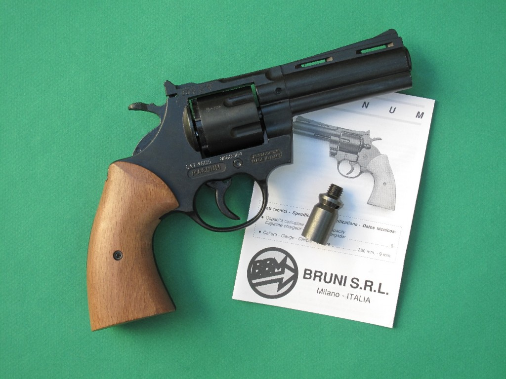 Le revolver d'alarme BBM Bruni « Magnum » est une réplique du Colt Python, revolver mythique chambré en calibre .357 Magnum. Ce revolver d'alarme permet le tir des cartouches de calibre 9 mm RK à blanc, des cartouches Flash, des cartouches lacrymogènes (à gaz CS ou OC), des fusées lumineuses de 15 mm (grâce à l'embout fourni avec l'arme) et des munitions de défense SAPL Self-Gomm, à balle en caoutchouc de calibre 18 mm.