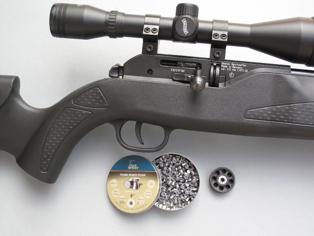 La carabine Hämmerli 850 Air Magnum XT, de calibre 4,5 mm diabolo (.177), est un modèle à répétition par levier à boule latéral (de type système à verrou), avec alimentation par barillets de 8 coups et propulsion par une capsule contenant 88 g de gaz carbonique liquide. Cette carabine est livrée avec une lunette grossissante, un compensateur et un bipied repliable.