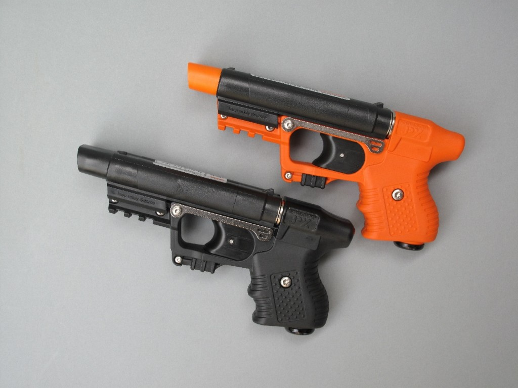 Le pistolet JPX Jet Protector, fabriqué par la firme helvétique Piexon, est un modèle de défense à deux coups, fonctionnant uniquement en double action, avec sélection automatique alternée des deux percuteurs. C'est un lanceur pyrotechnique de gel OC (10 g de solution à 10%) dont la portée d'utilisation est comprise entre 1,50 m et 7 m.