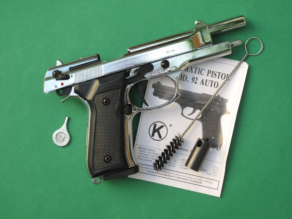 Le pistolet d'alarme Kimar modèle 92 est une copie du Beretta 92 qui permet, grâce à son chargeur de 11 coups, le tir des cartouches de calibre 9 mm PAK à blanc, des cartouches Flash, des cartouches lacrymogènes (à gaz CS ou OC), des étoiles lumineuses de 15 mm (grâce à l'embout lance-fusée fourni avec l'arme).