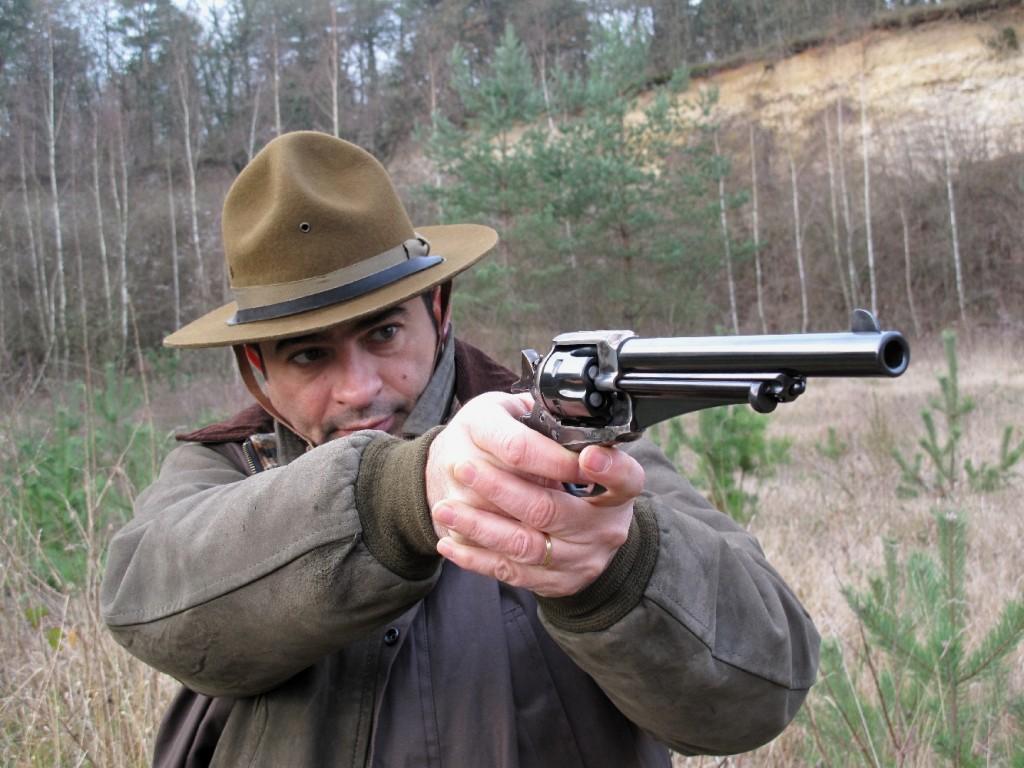 Méconnues par les tireurs et absentes dans les stands, les répliques des revolvers Single Action Army modèles 1875 et 1890 produits par la firme Remington constituent pourtant une alternative séduisante aux sempiternelles copies des modèles Frontier et Peacemaker de la maison Colt.
