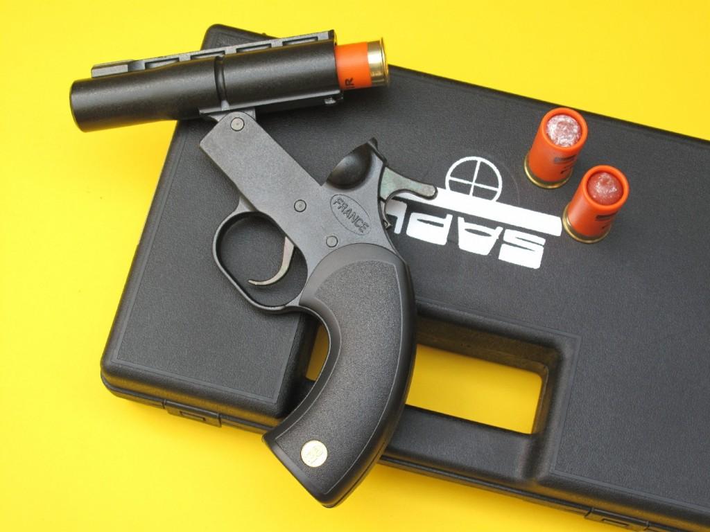 Le GC27 est un pistolet de défense monocanon qui permet de tirer les munitions de défense non létales mini Gomm-Cogne calibre 12/50, à balle (FUN TIR) ou à chevrotine en caoutchouc, mises au point par la société française SAPL (Société d'Application des Procédés Lefebvre).