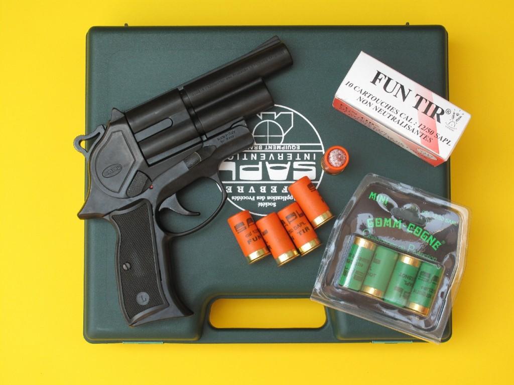 Le GC54 est un pistolet de défense à double-canon qui permet de tirer les munitions de défense non létales mini Gomm-Cogne calibre 12/50, à balle (FUN TIR) ou à chevrotine en caoutchouc, mises au point par la société française SAPL (Société d'Application des Procédés Lefebvre).