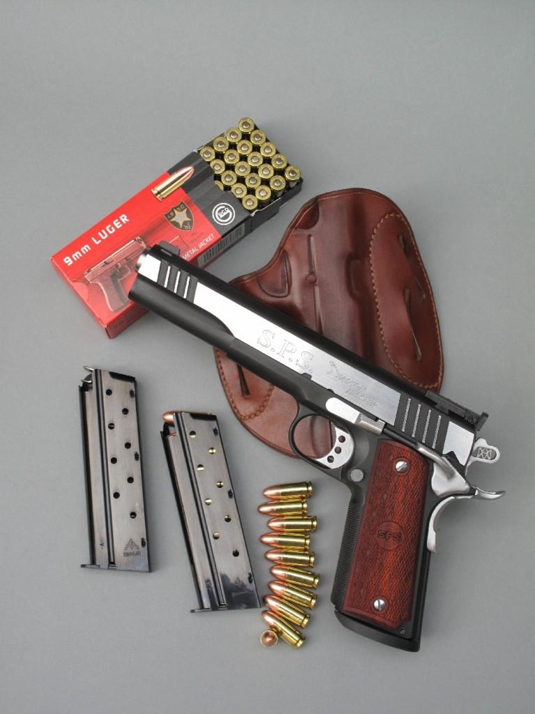 Le modèle « Falcon Master », de la firme espagnole SPS, est un pistolet semi-automatique basé sur le Colt 1911 A1 mais chambré en calibre 9 mm Parabellum et doté d'une culasse longue avec canon de 6 pouces. Il est entièrement fabriqué en acier, protégé par un chromage dur bicolore et il reçoit des chargeurs à simple colonne d'une contenance de 9 coups.