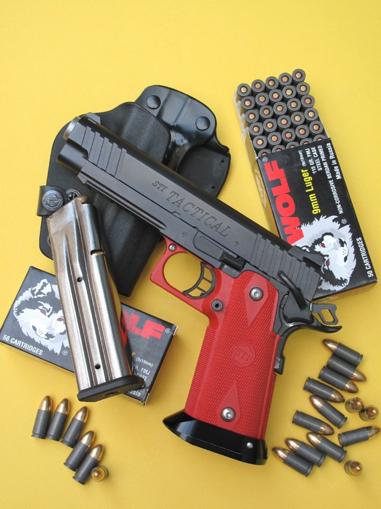 Bien qu'il soit basé sur l'architecture traditionnelle du Colt 1911 A1, le pistolet STI Tactical se démarque radicalement de ce dernier par l'emploi d'un chargeur à grande capacité et l'utilisation du polymère pour la réalisation d'un ensemble poignée-pontet rapporté sur une carcasse en acier.