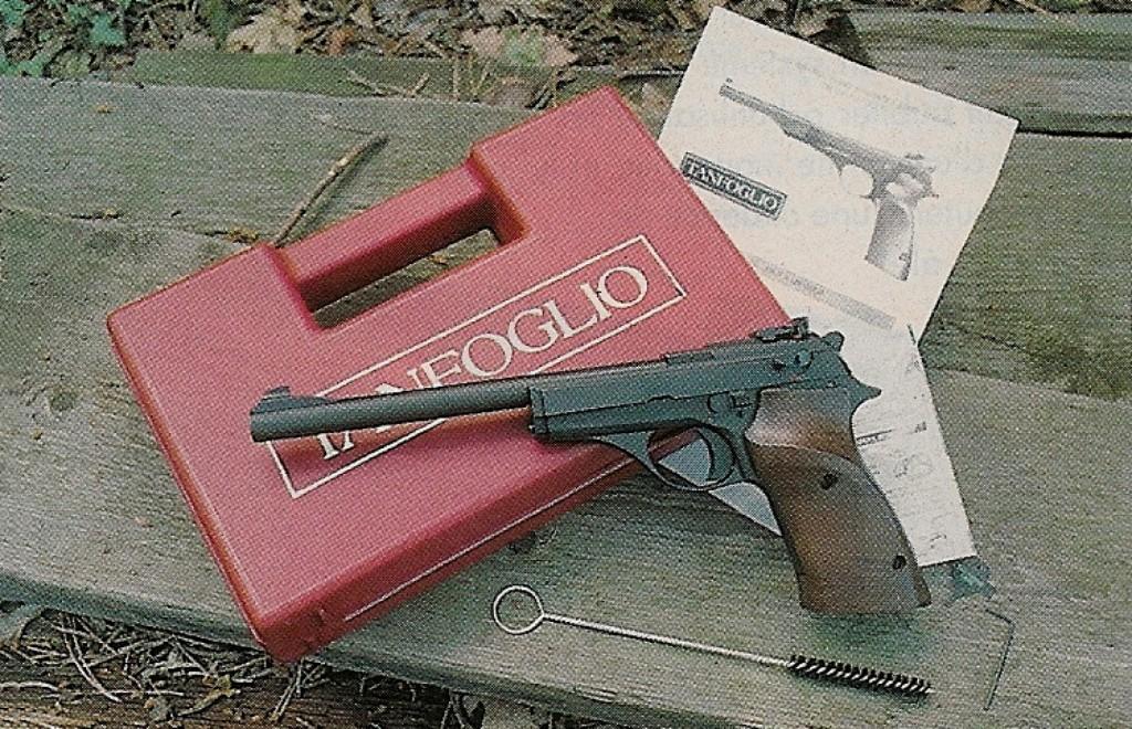 Concernant les pistolets à un coup de calibre .22 Long Rifle, qui constituaient l'arme d'initiation au tir sportif par excellence, la législation française a connu au fil des années de nombreuses modifications, obligeant les fabricants à respecter chaque fois les nouvelles spécifications qui leur étaient imposées… avant que ces armes ne soient définitivement classées en 4ème catégorie (par le décret n° 98-1148 du 16 décembre 1998), mesure qui a entraîné leur disparition pure et simple !