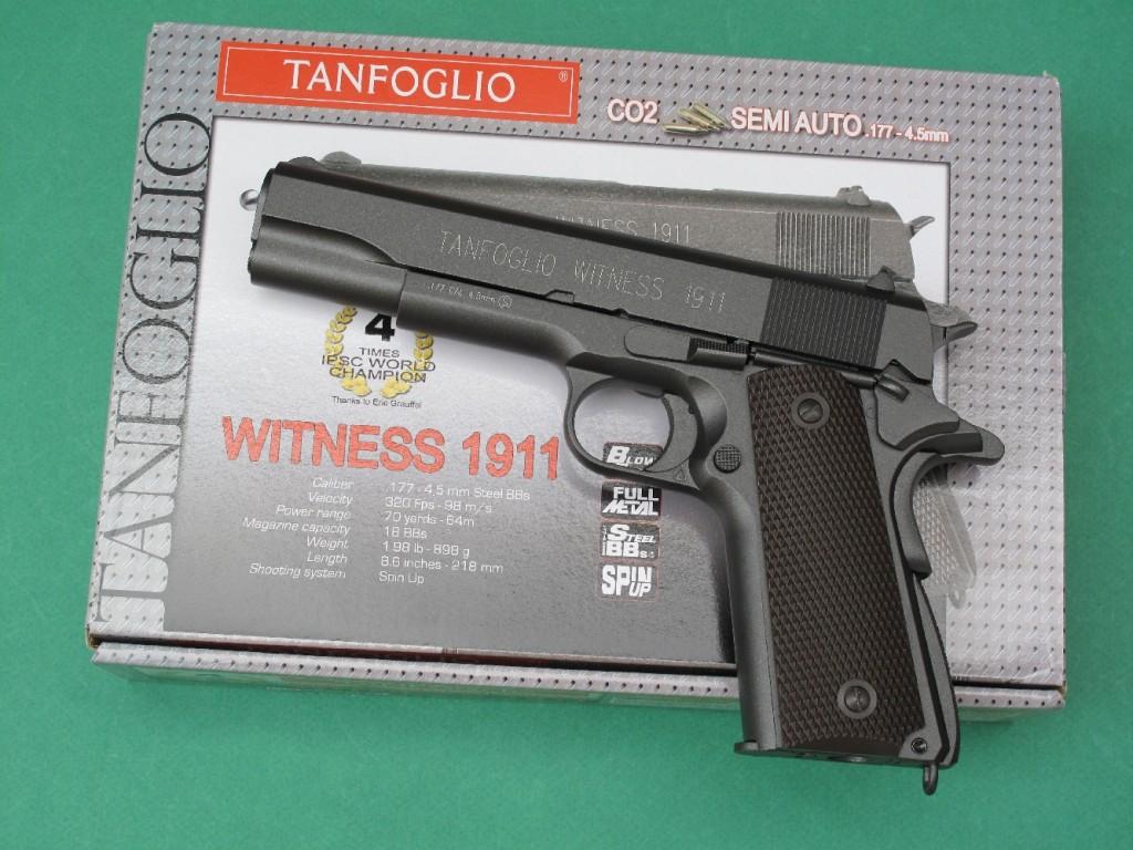 Le pistolet semi-automatique Tanfoglio Witness est une très belle copie du Colt 1911 A1, à 19 coups en calibre 4,5 mm Steel BBs (billes en acier nickelé ou cuivré) dont la propulsion est assurée par une cartouche standard de 12 g de gaz carbonique liquide (CO2).