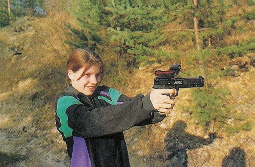 Le pistolet Walther CP-88 à 8 coups est décliné en trois variantes : Standard à canon de 4 pouces et Compétition, à canon de 6 pouces, proposé en finition noire ou nickelée. Equipé du viseur à point lumineux Daisy, le Walther CP-88 Compétition se révèle très précis à la distance de 10 m.