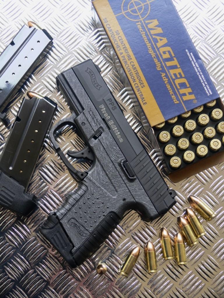 Baptisé PPS, pour Polizei Pistole Schmal en allemand ou Police Pistol Slim en anglais, ce pistolet de poche est remarquablement mince, léger (carcasse en polymère) et facile d'emploi (platine DAO à percuteur partiellement armé). Il procure une ergonomie modulaire, sa prise en main s'adaptant à la morphologie de l'utilisateur grâce à l'emploi de talons de chargeurs interchangeables (6, 7 ou 8 coups) et d'un dos de poignée (standard ou large) plus ou moins proéminent.
