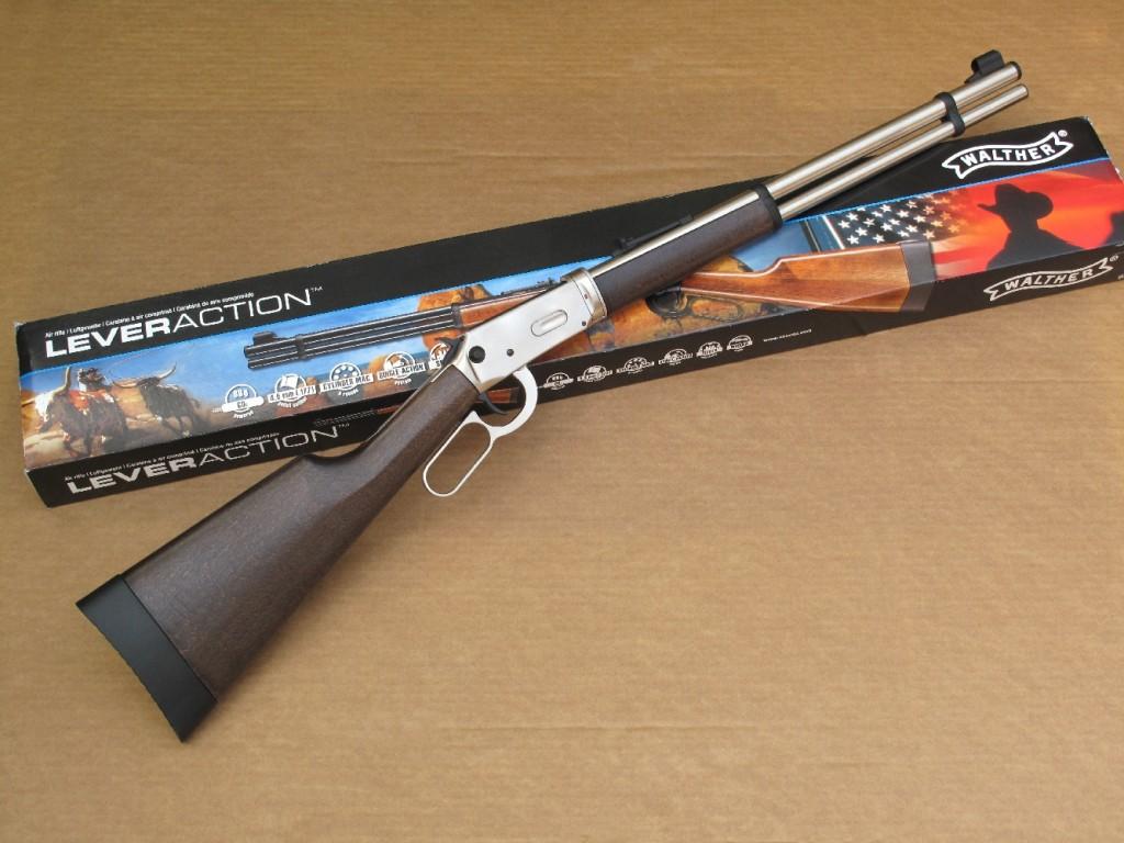 La carabine Walther « Lever Action Stainless », de calibre 4,5 mm diabolo (.177), est un modèle à répétition par levier de sous-garde dont l'alimentation est assurée par des barillets de 8 coups et la propulsion par une capsule contenant 88 g de gaz carbonique liquide. Cette carabine reprend l'aspect extérieur de la Winchester modèle 94.