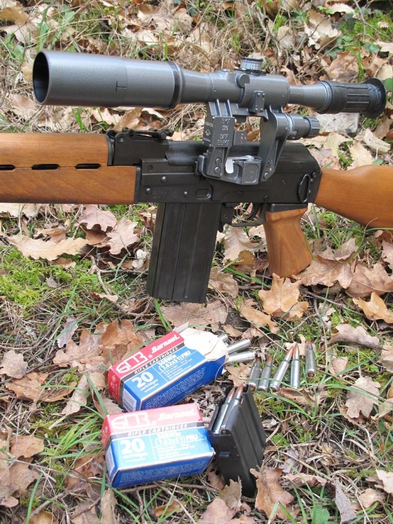 La carabine M-90 SA constitue la version semi-automatique, chambrée en calibre .308 Winchester, du moderne fusil d'assaut M90 de calibre 5,56 x 45 NATO, une copie de l'AK-47 (kalashnikov) construite par la firme serbe Zastava Arms.